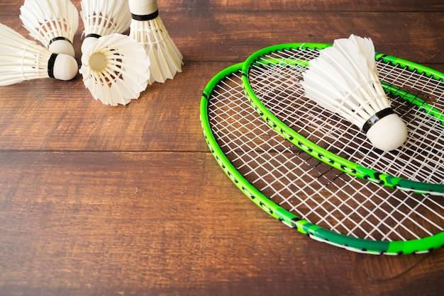 Composição de esporte com elementos de badminton