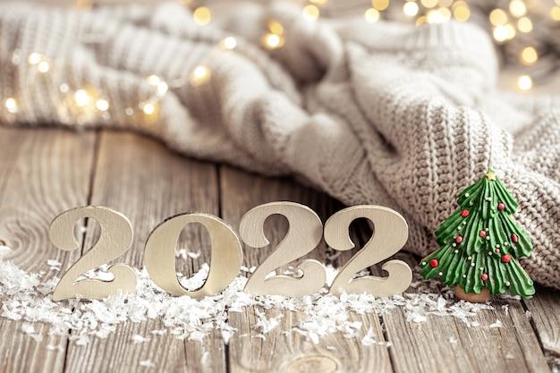 Composição de feriado aconchegante com os números em um fundo desfocado em bokeh