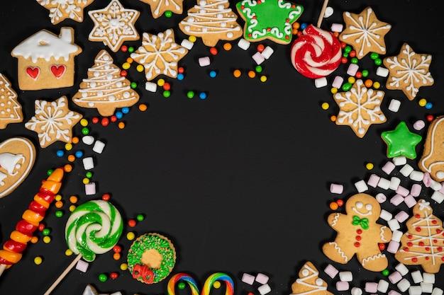 Composição de férias de natal em fundo preto com espaço de cópia para o seu texto