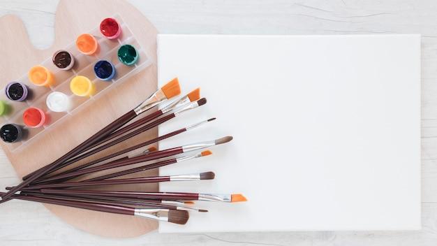 Composição de ferramentas de artistas para pintura