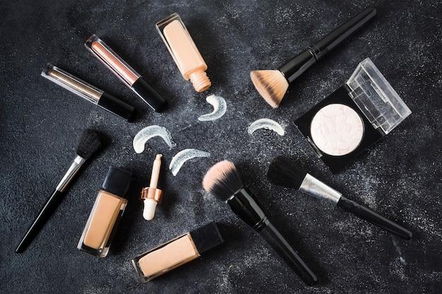 Composição de ferramentas de maquiagem para esconder manchas na pele