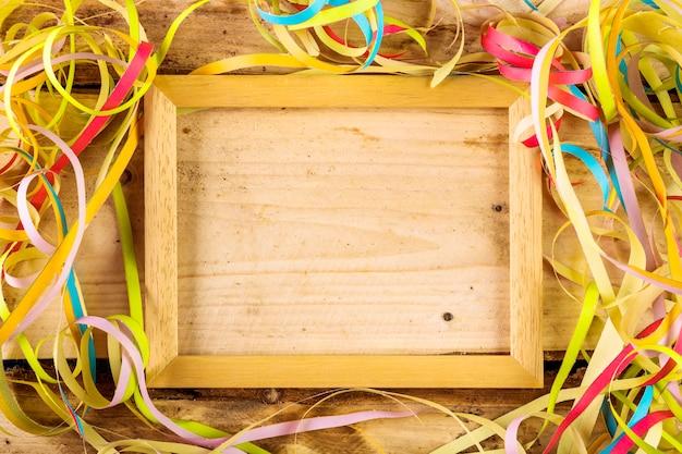 Composição de festa colorida com confete