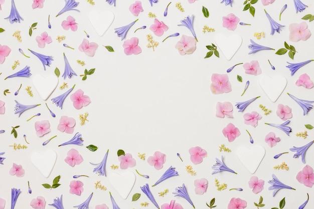 Composição de flores decorativas diferentes