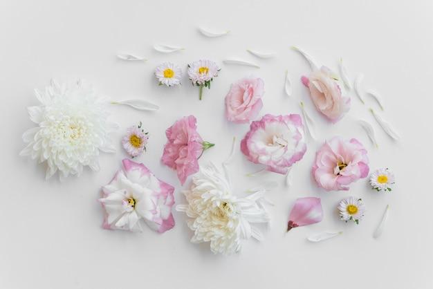 Composição de flores frescas sortidas