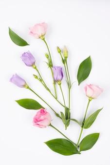 Composição de flores rosa e lilás