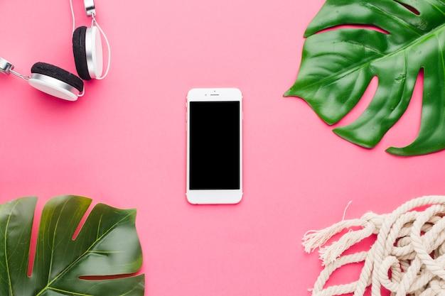 Composição de folhas de planta de fones de ouvido de smartphone e corda