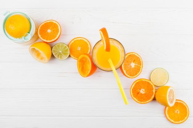 Composição de frutas cítricas e suco