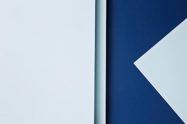 Composição de fundo de folhas de papel azul