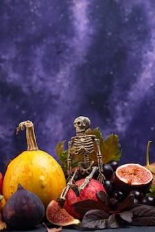 Composição de halloween com frutas de outono