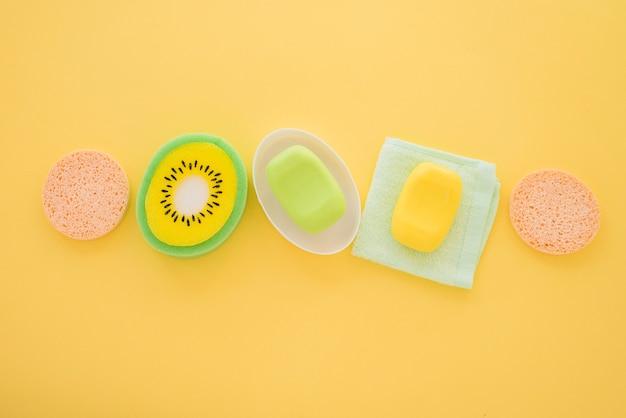 Composição de itens higiênicos para cuidados com o corpo