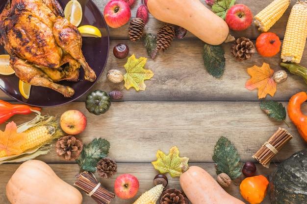 Composição de legumes, folhagem e frango
