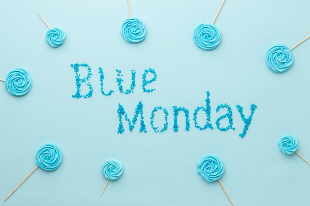 Composição de letras de segunda-feira em azul na vista superior