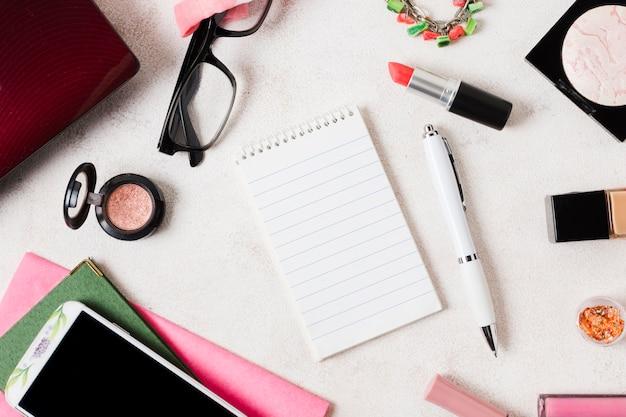 Composição de maquiagem cosméticos e artigos de papelaria