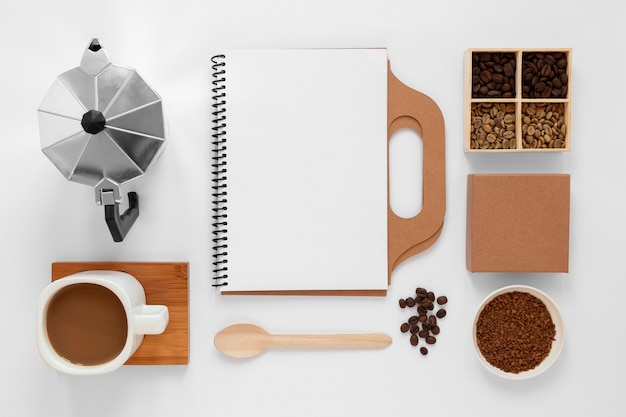 Composição de marca de café em fundo branco