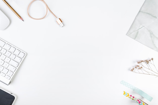 Composição de mesa de escritório branco