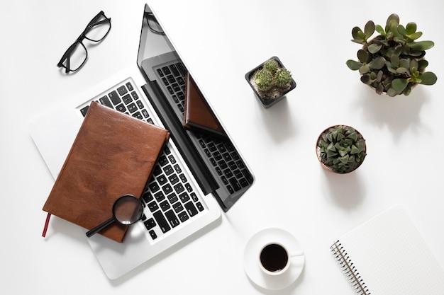 Composição de mesa de escritório plana