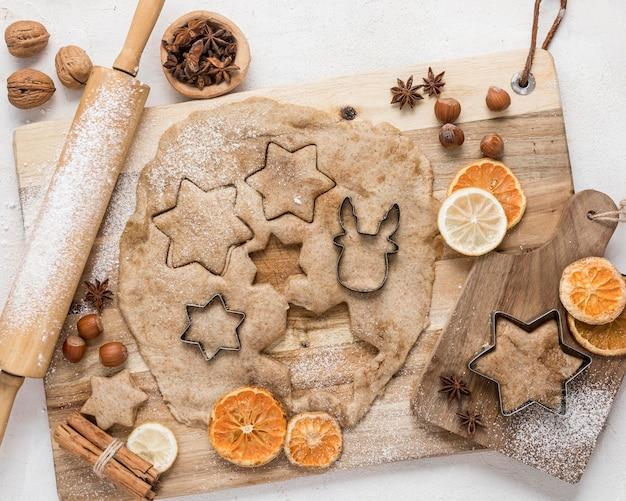 Composição de mesa festiva de natal plana lay