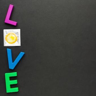Composição de método de contracepção com letras de amor e espaço de cópia