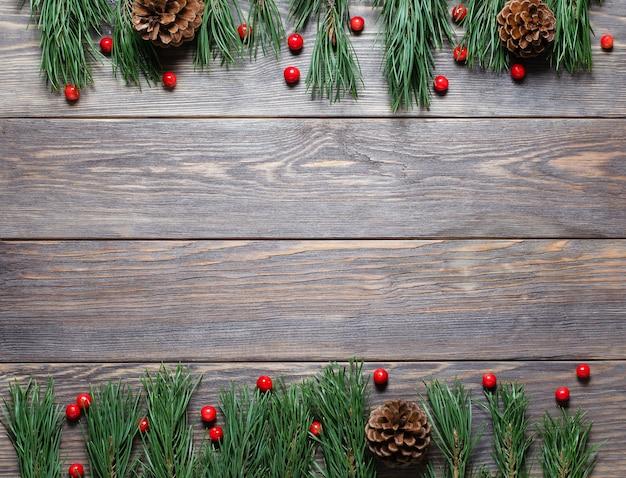 Composição de natal com ramos de pinheiro