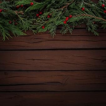 Composição de natal de pinheiros em um fundo de madeira com espaço de cópia