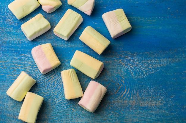 Composição de natal ou ano novo com marshmallows