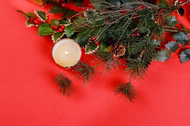 Composição de natal para o fundo vermelho de celebração de ano novo