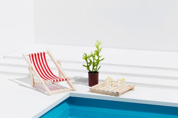 Composição de natureza morta em piscina em miniatura