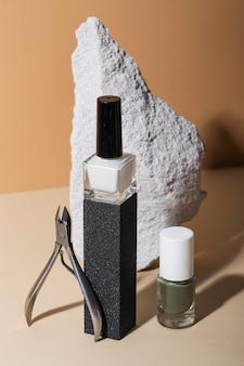 Composição de naturezas-mortas de produtos para o cuidado das unhas
