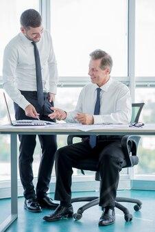 Composição de negócios com estilo moderno