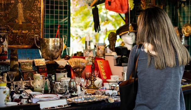 Composição de objetos de mercado de antiguidades