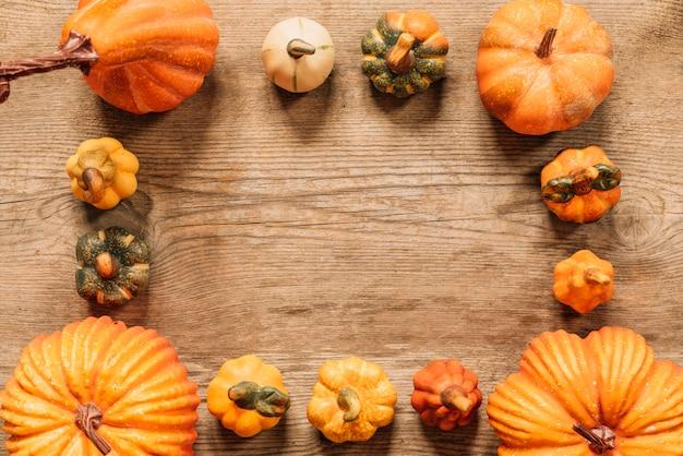 Composição de outono com espaço de cópia no meio