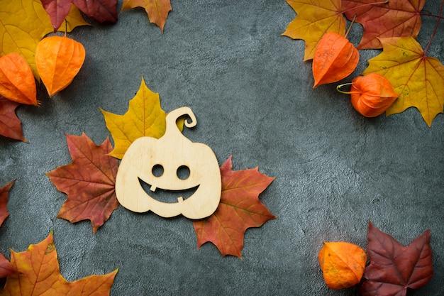 Composição de outono com folhas secas