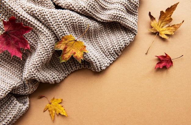 Composição de outono plana leiga.