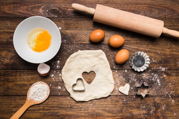 Composição de padaria plana leigos com massa e ovos