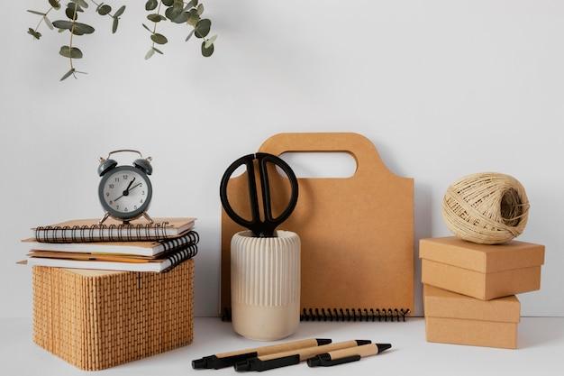 Composição de papelaria de material natural