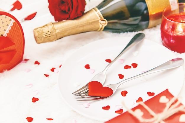 Composição de presentes e enfeites para o dia dos namorados