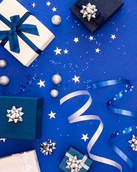 Composição de presentes festivos embrulhados