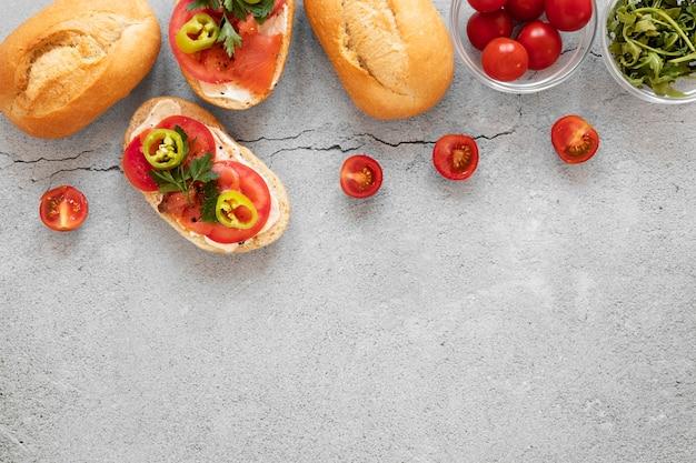 Composição de sanduíches saudáveis de vista superior com espaço de cópia