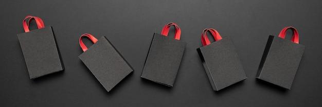 Composição de sexta-feira negra com sacolas de compras