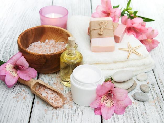 Composição de spa com flores de alstroemeria