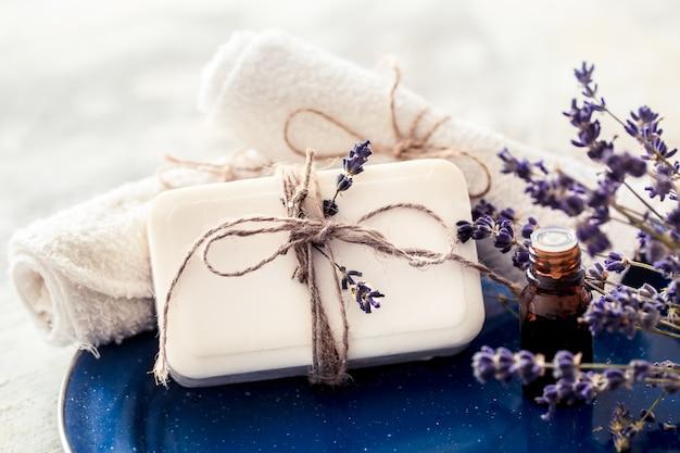 Composição de spa com flores de lavanda