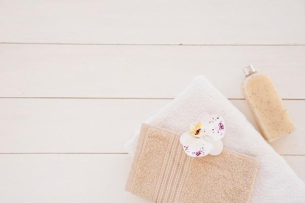 Composição de suprimentos higiênicos para cuidados com o corpo