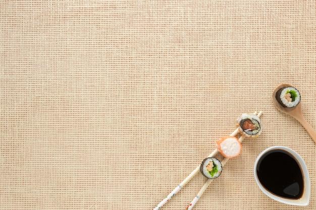 Composição de sushi plana leigos com copyspace