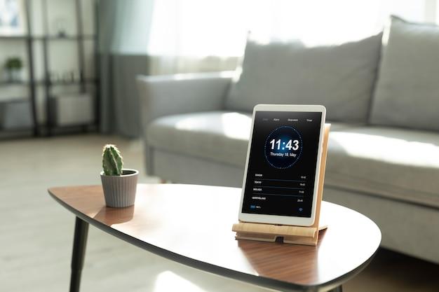 Composição de tablet com app de automação residencial