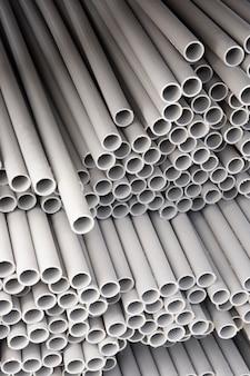 Composição de tubos de pvc de construção minimalista