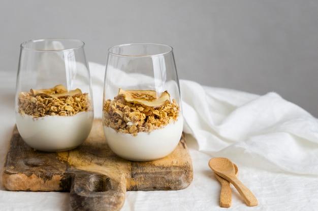 Composição de uma deliciosa refeição saudável na mesa