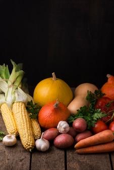 Composição de vegetais de outono de vista frontal