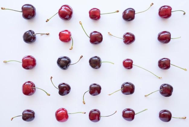 Composição de verão com variedade de cerejas
