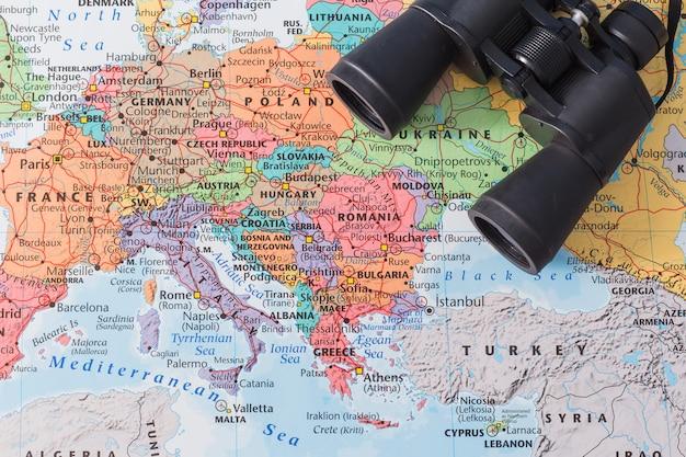 Composição de viagens com binóculos