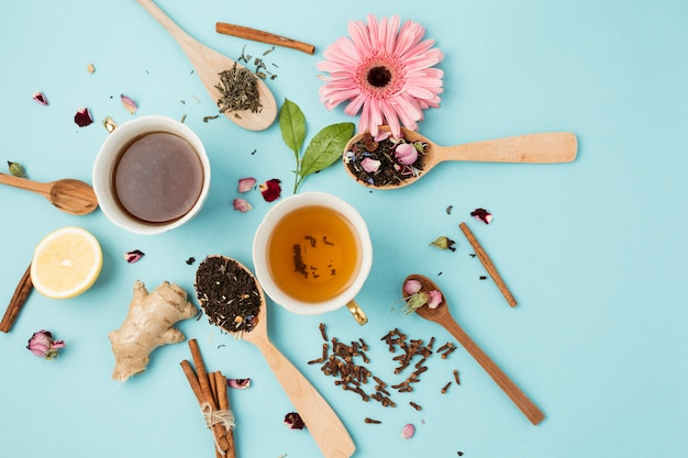 Composição de vista superior para o conceito de chá